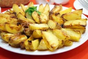 Картофель дольками запеченный в духовке