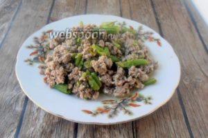 Зелёная фасоль с фаршем, бульоном и яйцами